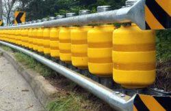 металлический барьер, вращающиеся пластиковые ролики, конструкция